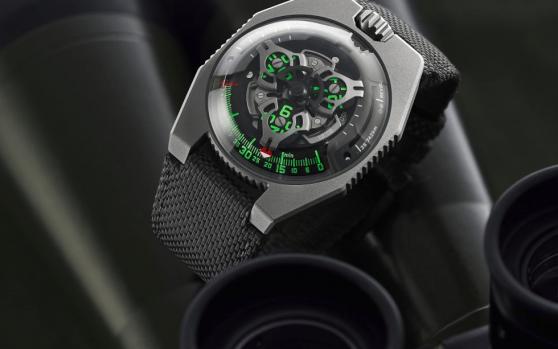 Khám phá đồng hồ Urwerk UR-100 SpaceTime Gunmetal có gì đặc biệt?