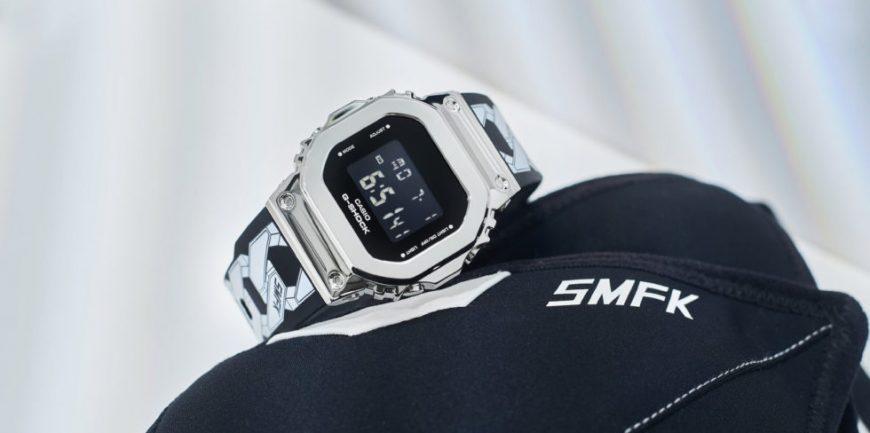 """G-Shock GM-S5600 và vòng đeo tay bằng thép """"thiên hà"""" từ SMFK"""