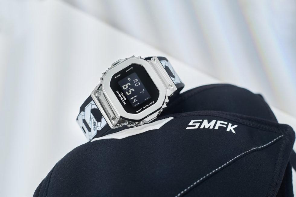 """gm s5600 galaxy 1 - G-Shock GM-S5600 và vòng đeo tay bằng thép """"thiên hà"""" từ SMFK"""