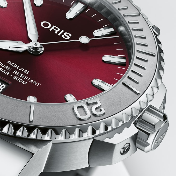 Oris75 Bezel - Khám phá đồng hồ Oris Aquis Date 'Cherry' 41,5mm