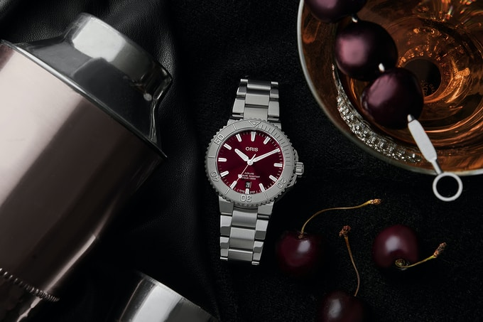 Oris75 Lifestyle 1 001 - Khám phá đồng hồ Oris Aquis Date 'Cherry' 41,5mm